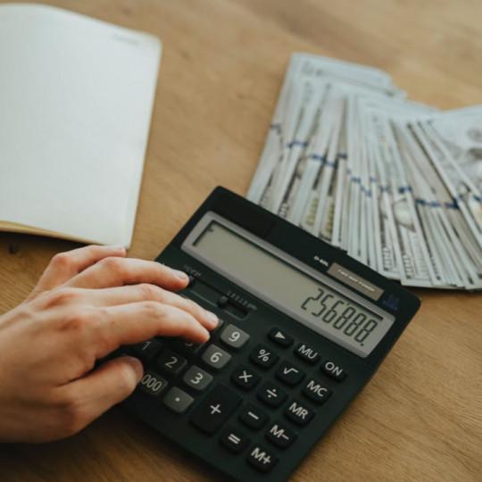 Kako razviti zdrav odnos s financijama i početi štedjeti novac?